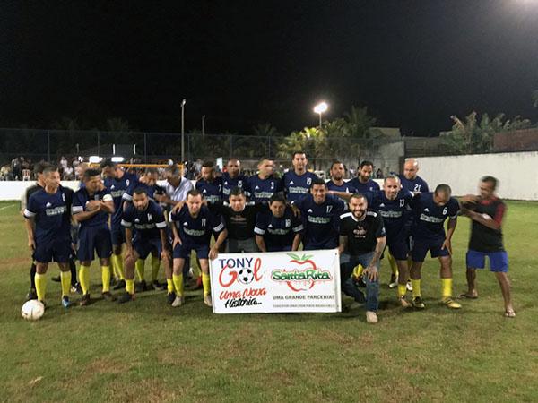 Recheada de ex-jogadores do futebol profissional do Estado, time do Garolle venceu e avançou na categoria veterano (Foto: Divulgação)