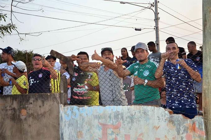 A torcida festejou e esbanjou alegria ao tomar conhecimento da aproximação do novo campeonato na Arena Campo Nobre (Foto: Arquivo)